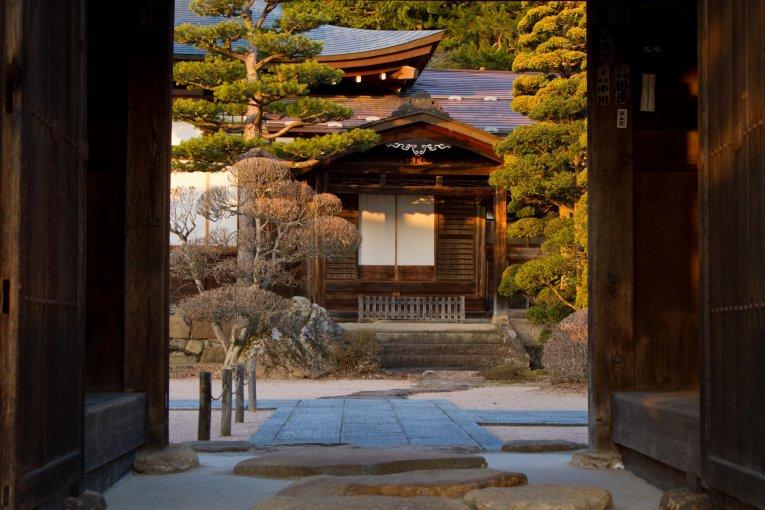 Suasana Malam di Kuil Takayama