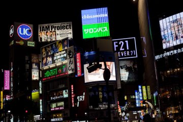 <p>ภาพที่ข้ามถนนของย่านชินบูยะในเวลากลางคืน</p>