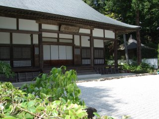 Sảnh chính của đền Bazan Daibaiji