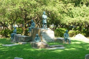 A statue of a young Hideyoshi and his friends in Nakamura Park, Nagoya.