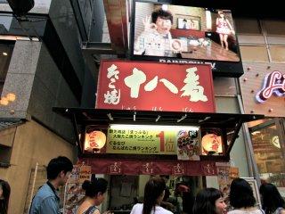 ร้านทาโกะยากิที่มีคนมารุมซื้อตลอดเวลา