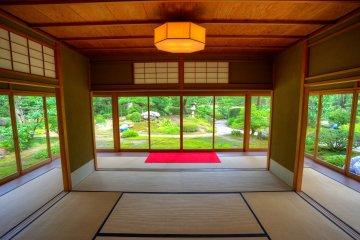 <p>Inside the teahouse</p>