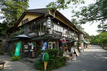 <p>The stores just outside the garden where you can buy snacks and drinks</p>