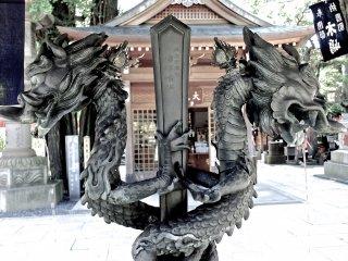 These dragons guard the water basin at Toyokawa Inari Temple, Akasaka