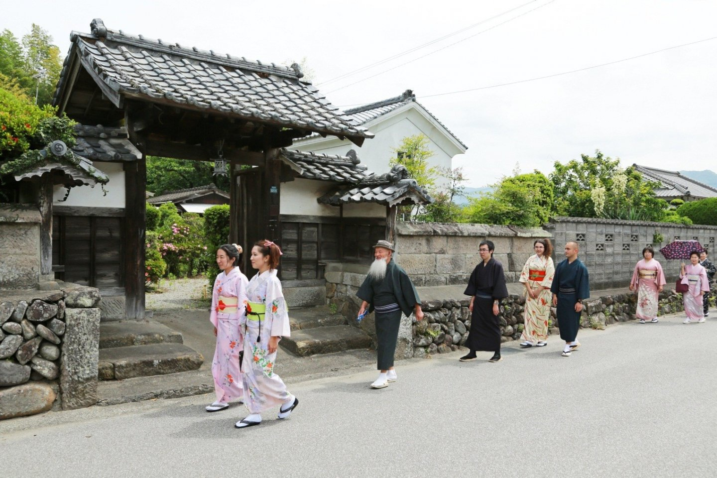 Strolling around in the streets between samurai residences