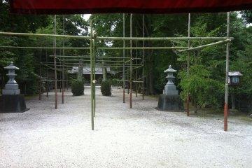 <p>Suwa Shrine</p>