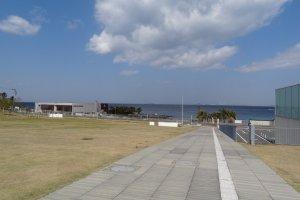 横須賀美術館より海を望みます。