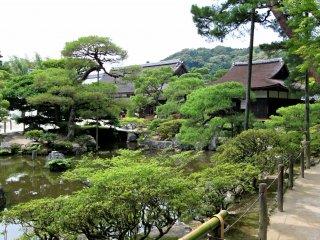 วิหารหลักสองหลังในบริเวณวัดกินคาคุจิ
