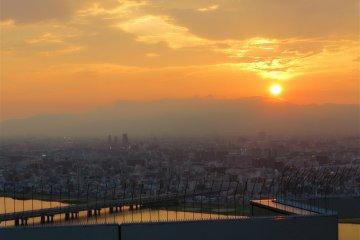 <p>夕阳西下</p>