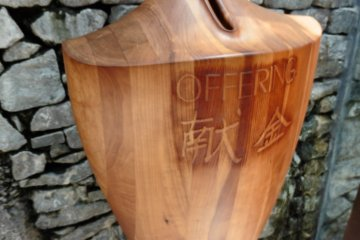 <p>A gorgeous offering box</p>