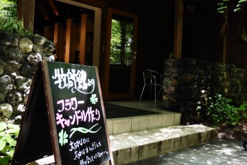 <p>In the little chapel near Kogen Church, visitors can make a decorated candle to bring back home as a souvenir for free</p>