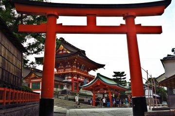 <p>鸟居,近在眼前的神社</p>