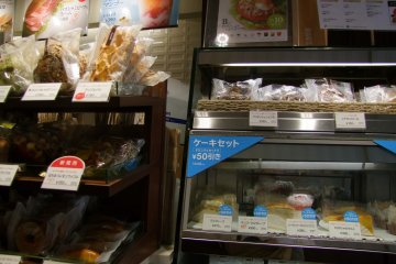 <p>Sweets and snacks</p>
