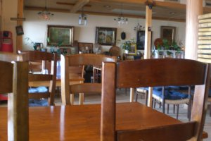 A friendly and spacious lobby and restaurant area makes you feel at home