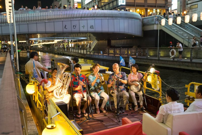 <p>You can take a pleasure boat along the canal with live music.&nbsp;</p>