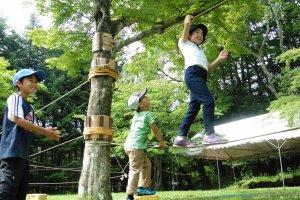 Les enfants sont ravis de pouvoirse dépenser en pleine nature