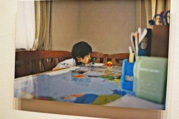 <p>森美术馆内小西淳也的摄影作品:time of child</p>