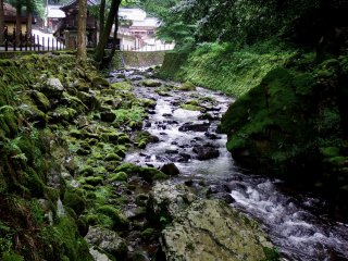 This is the beautiful Eiheiji river. It looks more like a stream than a river