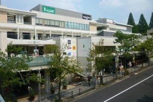 Hoshigaoka Terrace East shopping complex