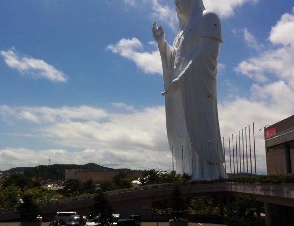 거대한 센다이 다이칸논 동상