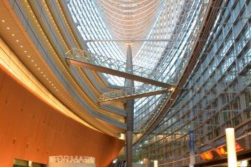 <p>Ground level of&nbsp;Tokyo International Forum&nbsp;</p>