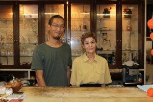 現在はお母さんと息子さんの親子二人で経営している。息子さんの石森久雄さんは、プロのギタリストだ