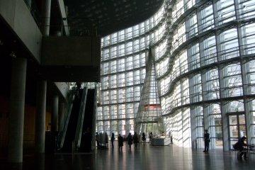 <p>The spacious atrium</p>