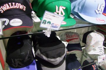 <p>They don&#39;t call them &quot;baseball caps&quot; for nothing</p>