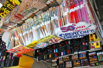 <p>You can find a great bargain on chopsticks with whimsical designs just about anywhere. This photo was taken at the outdoor shopping plaza of Kamakura.</p>
