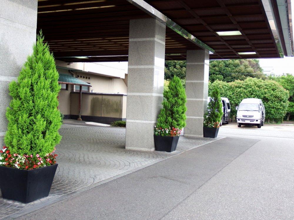 Entrance of the hotel, Matsuya SenSen in Awara Onsen