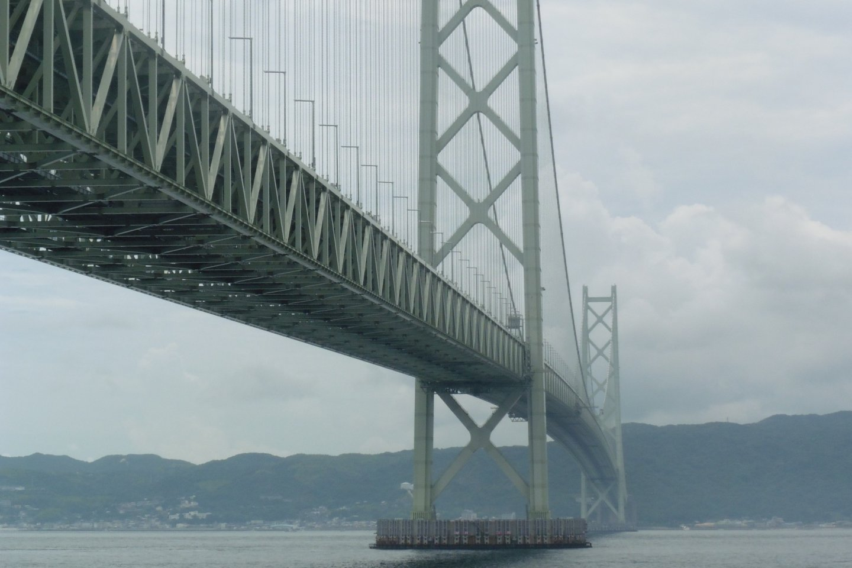 Le pont du détroit d'Akashi depuis le parc Maiko