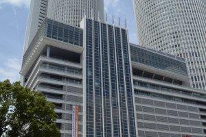 JR Central Tower ตึกแฝดคู่กันสัญลักษณ์ของสถานีรถไฟนาโกย่า