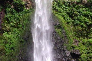 <p>Higashi-shiya Waterfall</p>