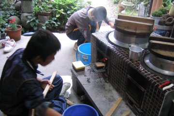 <p>Cooking rice outdoors the old way</p>