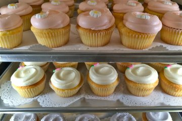 <p>Magnolia Bakery specializes in American baked goods such as these girly girl cupcakes</p>