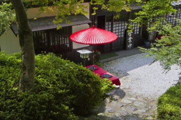 <p>Koshoan is an old style cafe near Kuromon under Japanese maple trees</p>