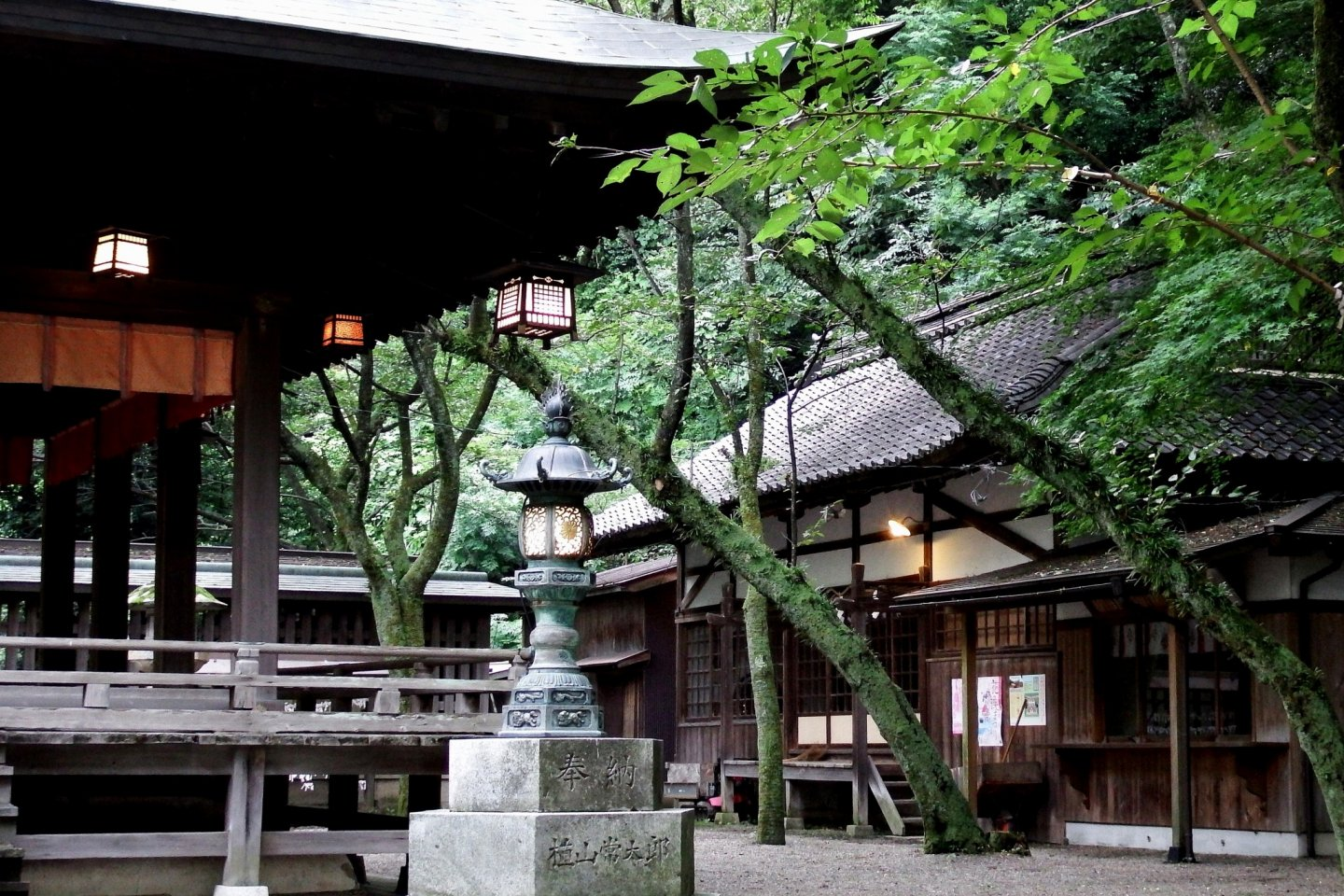 Buildings on the grounds of Kanegasaki Shrine