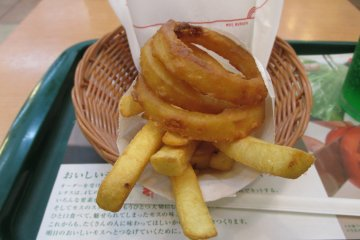 The onion potato set comes with a side of onion rings and fries