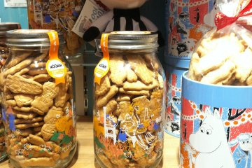 <p>Moomin cookies shaped like the characters</p>
