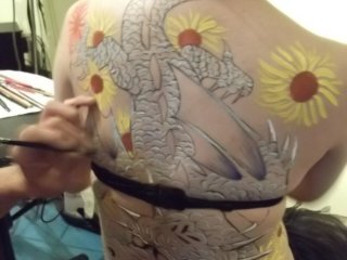 Live body-painting