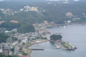 <p>A view of Shimoda from Mount&nbsp;Nesugata</p>