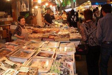 金沢「近江町市場」ぶらぶら