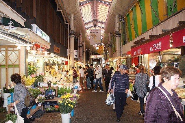 金沢市民だけでなく隣の福井・富山や遠くからの観光客も買い物に訪れる