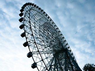 Tempozan Ferris Wheel, bianglala terbesar di Osaka.