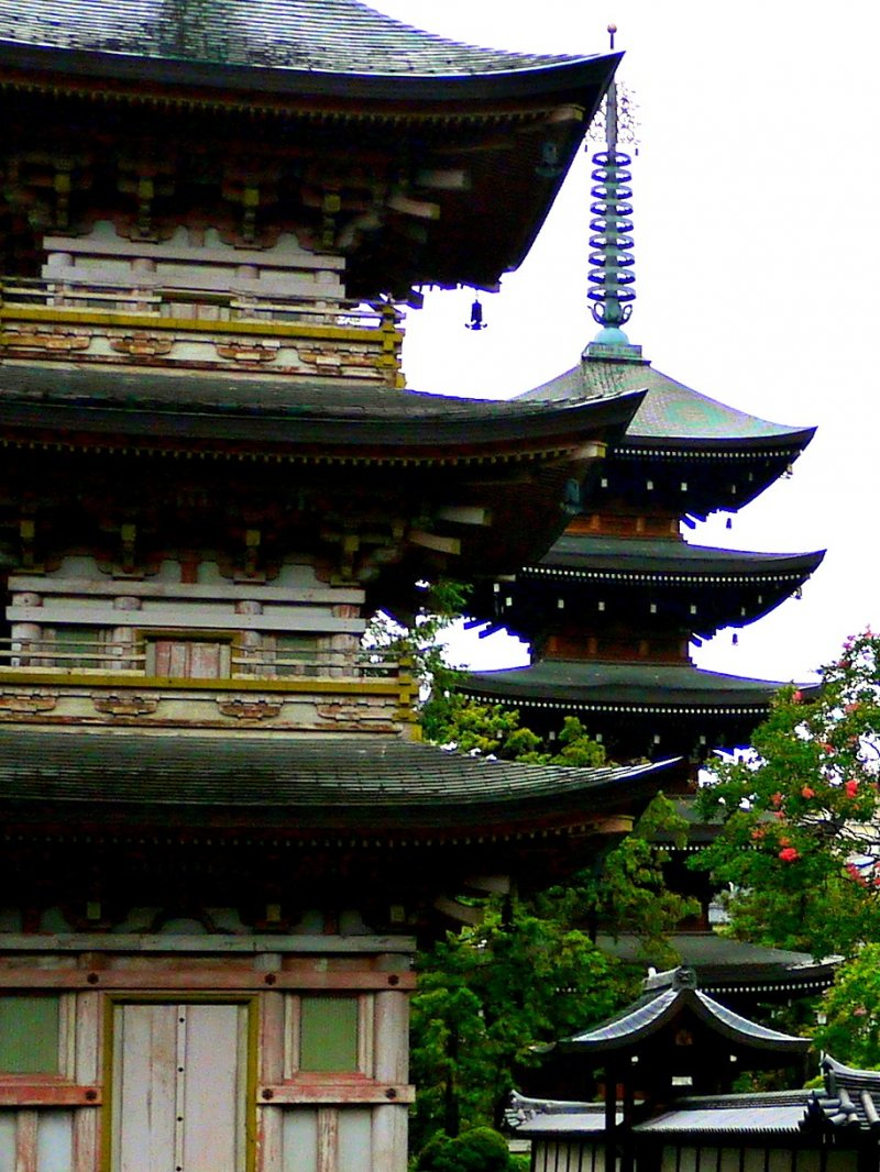 <p>Two pagodas so close to each other!</p>