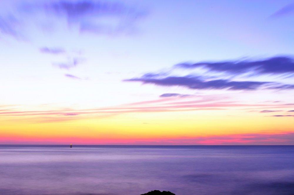 日の出前と日没直後に現れるブルーモーメント、魅惑の時間帯である