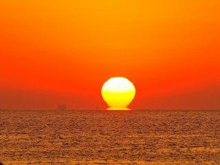 今回の日の出、見事ダルマ朝日になった