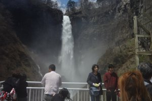 But if you would like to feel the splash of the falls in your face and feel the power of the falls, take the 1-minute elevator ride down to the observation deck 100 meters below the falls. . There stand the falls right in front of you, thundering away wit