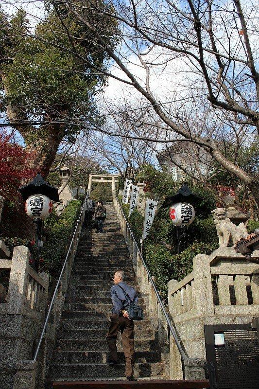 北野天満神社を参詣するにはこの石段を上がる