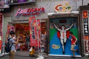 Little Osaka Omiyage Marketแค่หน้าร้านก็รู้จุดขายแล้ว